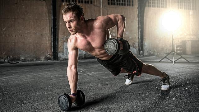Hipertrofię mięśniową uzyskujemy dzieki ćwiczeniom