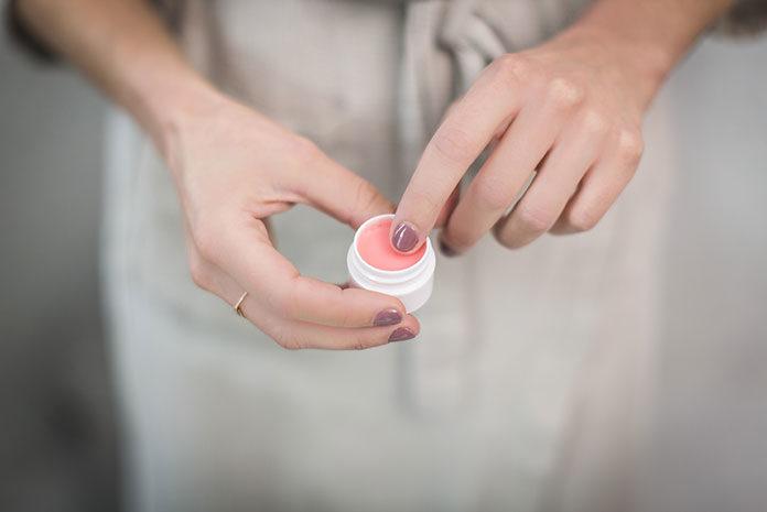 Parabeny, silikony, SLS w kosmetykach – jaki wpływ mają na nasze zdrowie i ciało?