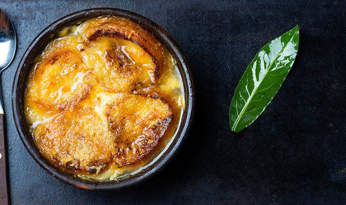 Zupa cebulowa – jak ją przygotować?