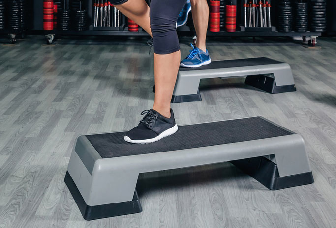 Zajęcia na stepie – doskonała forma aktywności fizycznej dla wszystkich!