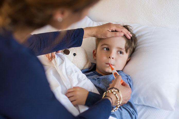 Sprawdź o czym warto pamiętać, kiedy Twoje dziecko gorączkuje