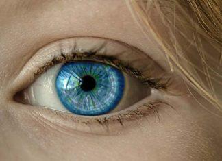 Kolorowe soczewki – efekt przed i po