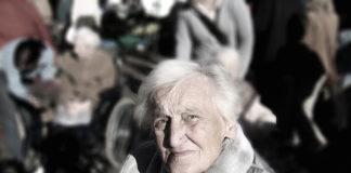 Jak komfortowo opiekować się i karmić osoby starsze i chore ?