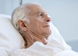 mężczyzna podczas tlenoterapii