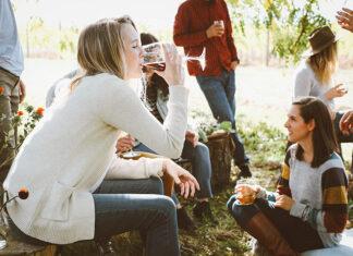 Szpilki i butelka, czyli alkoholizm u kobiet
