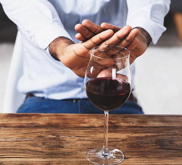 Co to jest wszywka alkoholowa? Gdzie się wszywa i ile kosztuje